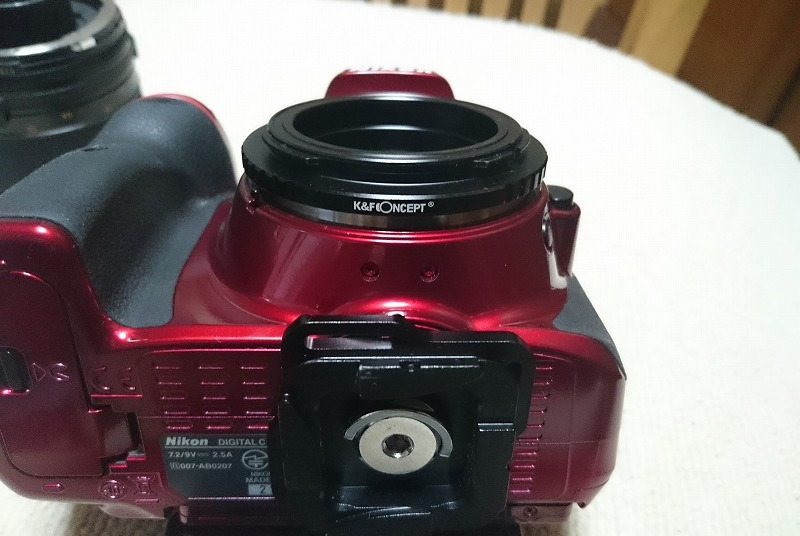 K&F CONCEPTのレンズアダプターを付けたカメラ