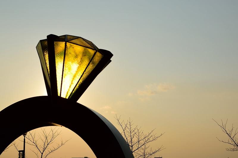 レイクタウンの夕暮れと大きな指輪をAF-S DX NIKKOR 35mm f/1.8Gで撮影