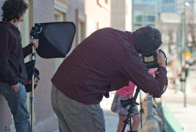 カメラ趣味で撮影するおじさん