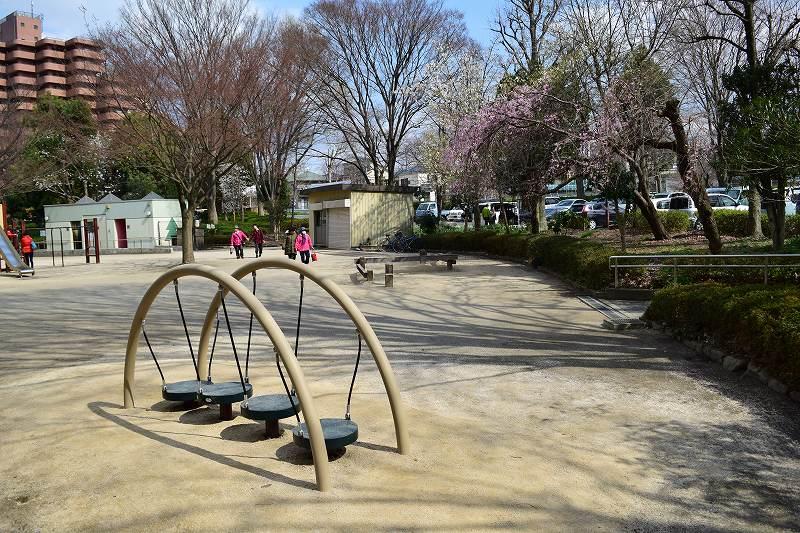 川口自然公園  遊具広場
