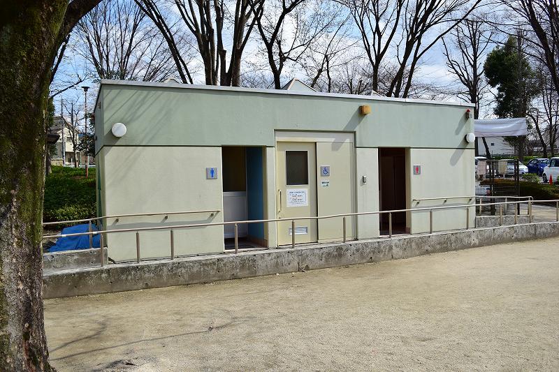 川口自然公園  遊具広場のトイレ