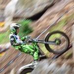 エントリー一眼レフカメラで流し撮り。モータースポーツ「オートバイ編」