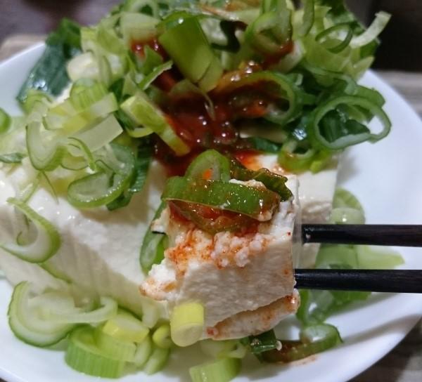 豆腐と桃屋のキムチの素でキムチ冷奴