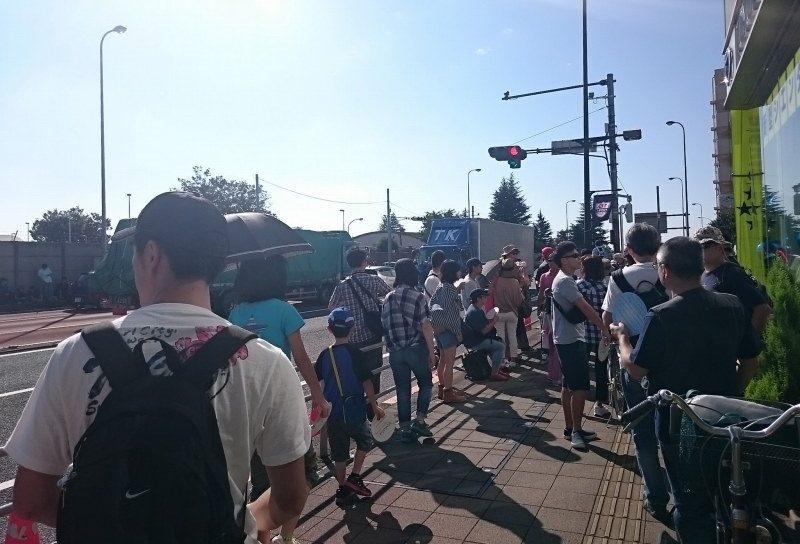 横田基地日米友好祭 ゲート前の交差点