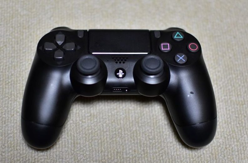 PS4コン正面