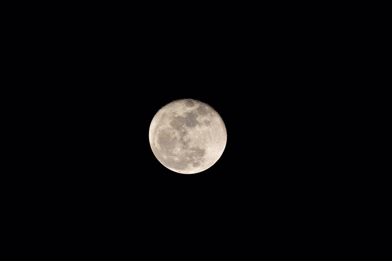 Nikon AF-S NIKKOR200-500mm f/5.6E ED VRで月を撮影する