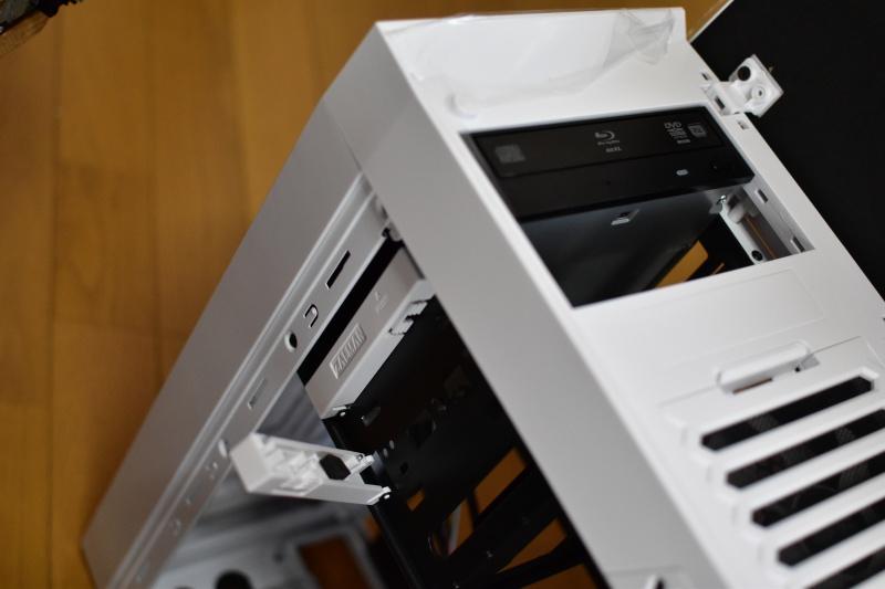 スリムタワーPCからミドルタワーPCへケース交換 DVDドライブを外す