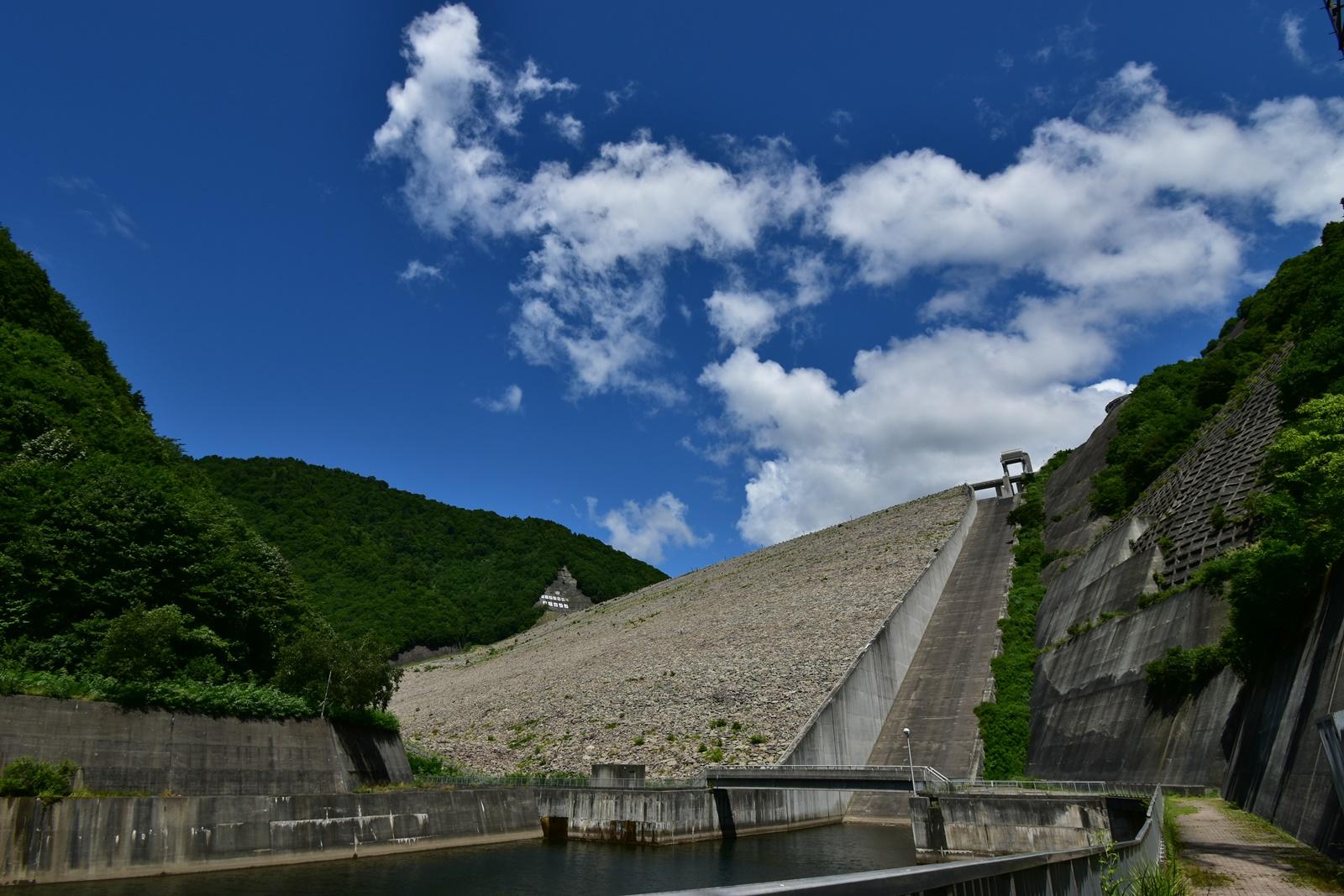 奈良俣ダム(ならまたダム)の遠景