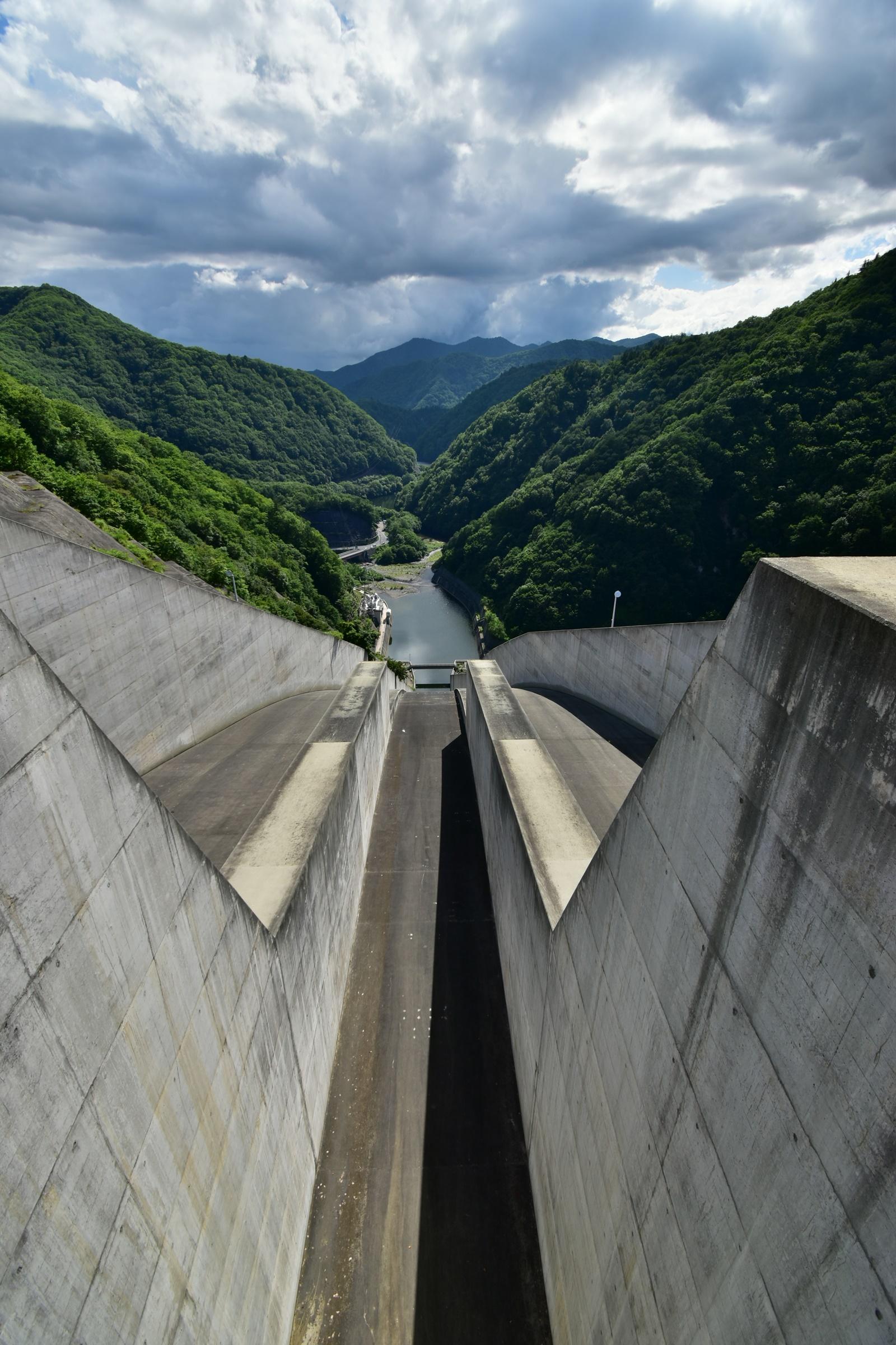 奈良俣ダム(ならまたダム)放水路